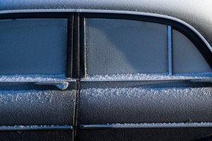 Zugefrorenes Auto