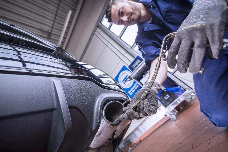 Wir reparieren Ihren Auspuff günstig und zeitwertgerecht: Damit Sie die Abgasuntersuchung wieder bestheen!